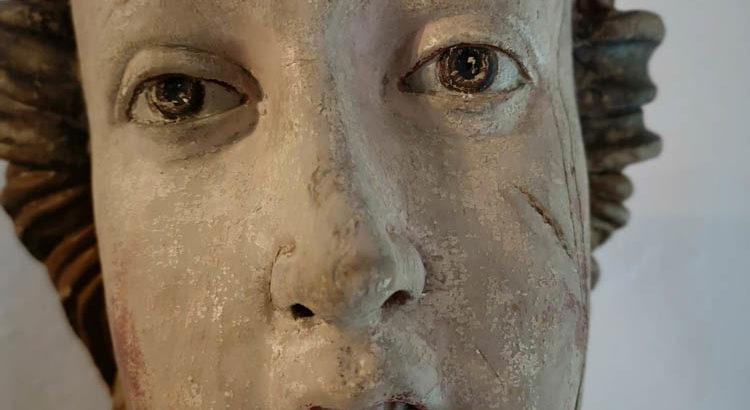 Wooden statue, saint or noblewoman