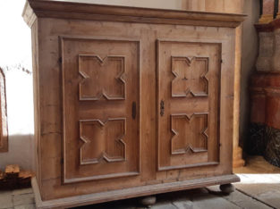 Furniture medieval