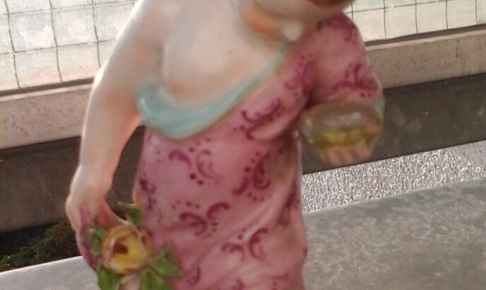 Allach Porcelain Putto Nr. 504